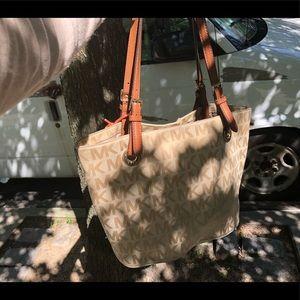Handbags - Michael kors. Handbag
